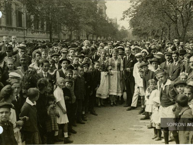 Schäffer Ármin fotói az 1921. évi népszavazásról