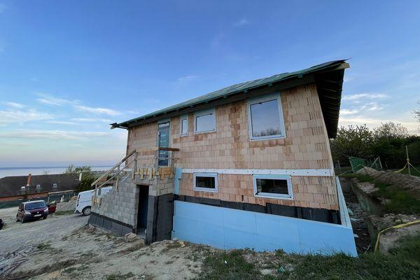 Ház a Balaton felett