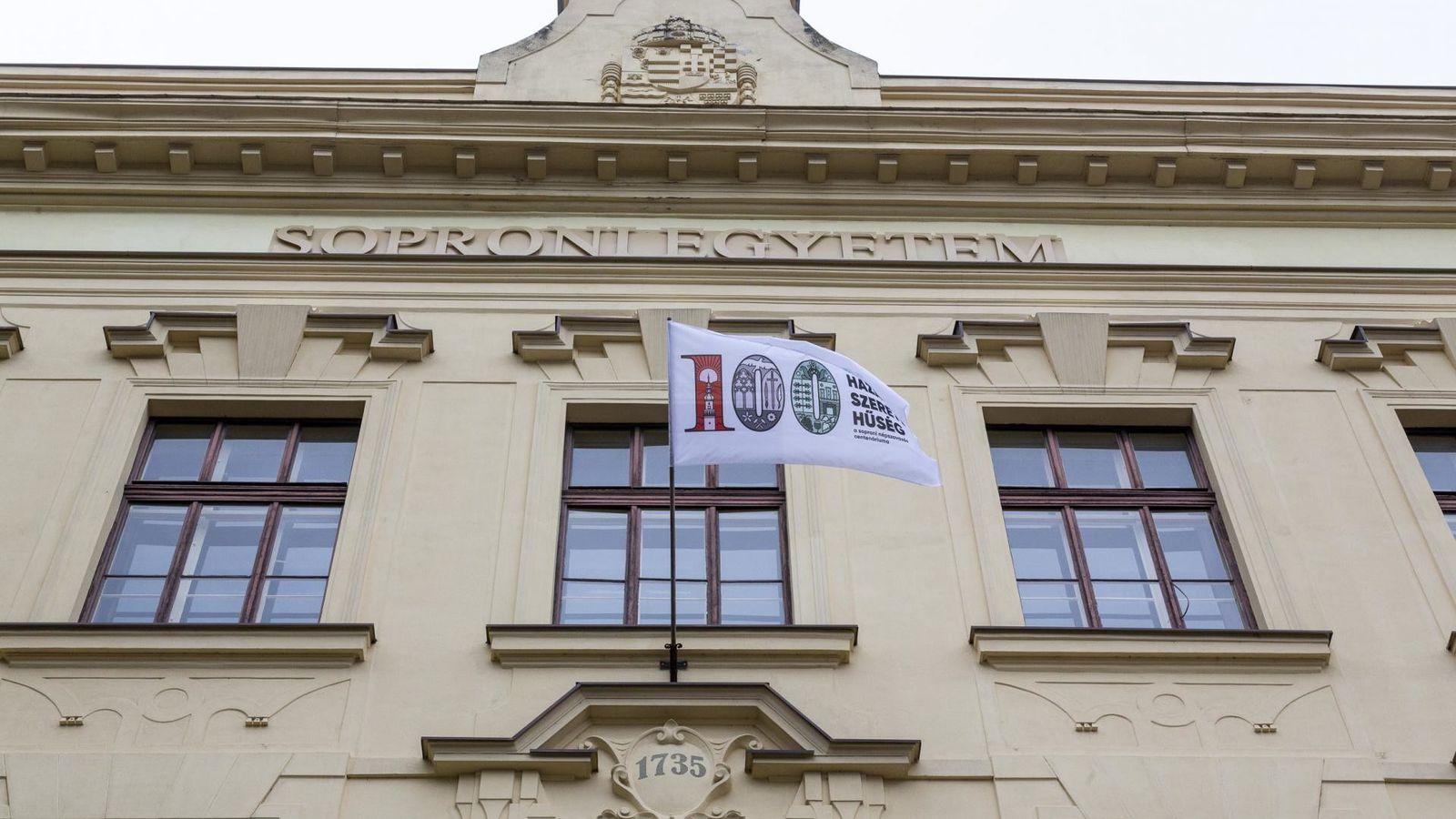 A Soproni Egyetemen is lobog a centenáriumi zászló