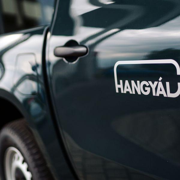Partnerünknek, Hangyál Balázsnak a Hangyál Pincészet tulajdonosának az ide szüreti szezonban a Mercedes-Benz X-osztály lesz segítségére!