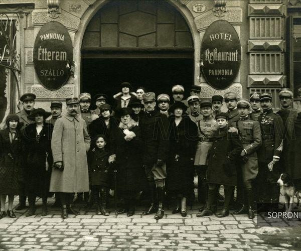 """""""100 év - 100 történet"""" (Pedagógusok Soproni Művelődési Háza)"""