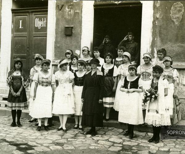 VIII. Sarkady Sándor Versmondó Találkozó  soproni óvodások és kisiskolások közreműködésével (Pedagógusok Soproni Művelődési Háza)