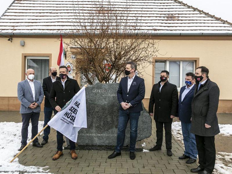Kilenc hűséges településen lobognak a centenáriumi zászlók