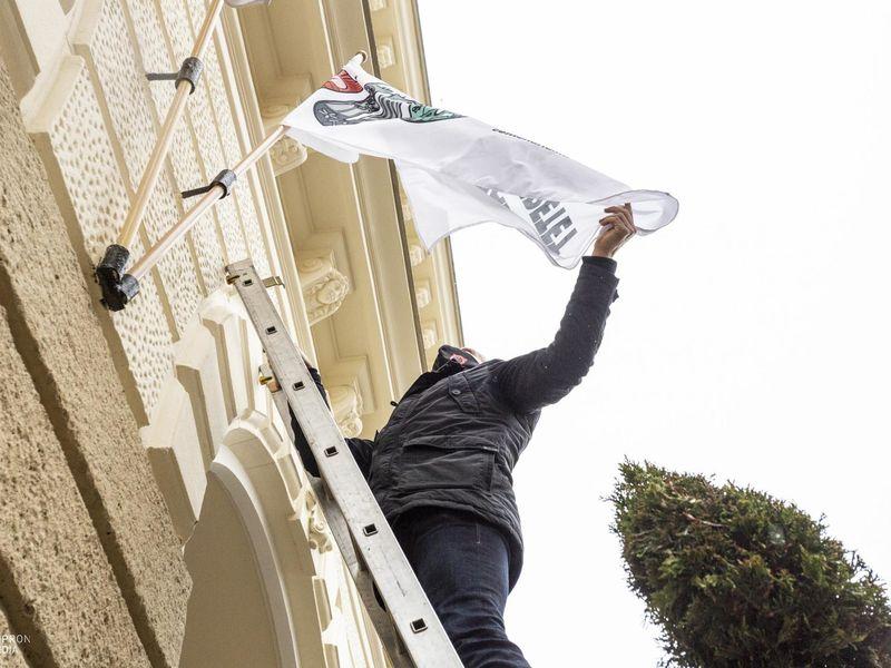 Kitűzték a centenáriumi zászlót a Városházára