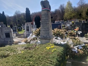 Baracsi László síremléke