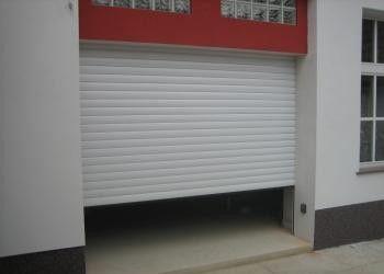 Redőnyrendszerű garázs - és rácskapu