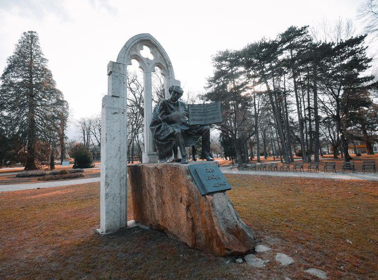 Gróf Bánffy Miklós emlékműve a soproni Erzsébet-kertben