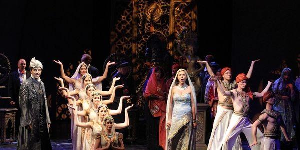 Kálmán Imre: A Bajadér / A Budapesti Operettszínház előadása