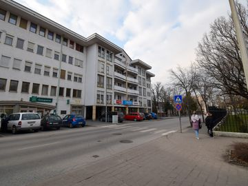 VII. szavazókör: az egykori Evangélikus Tanítóképző épületének helye a Csatkai Endre utcában (ma lakóház)