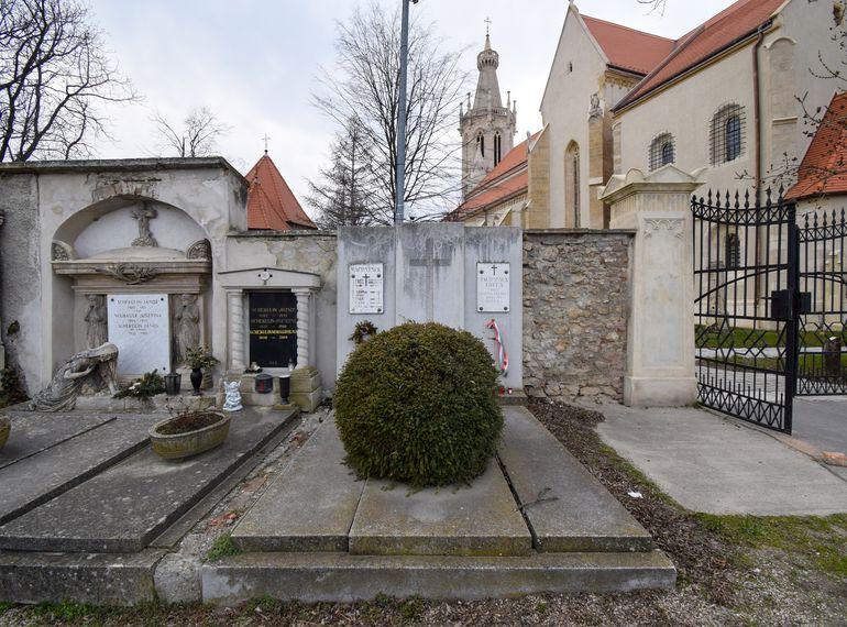Machatsek Gyula síremléke a soproni Szent Mihály-temetőben