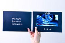 Videós brossúra toll kivágással