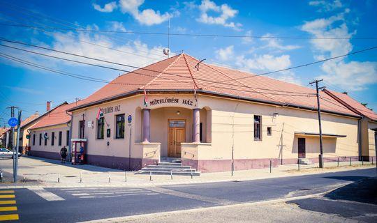 Művelődési Ház és könyvtár