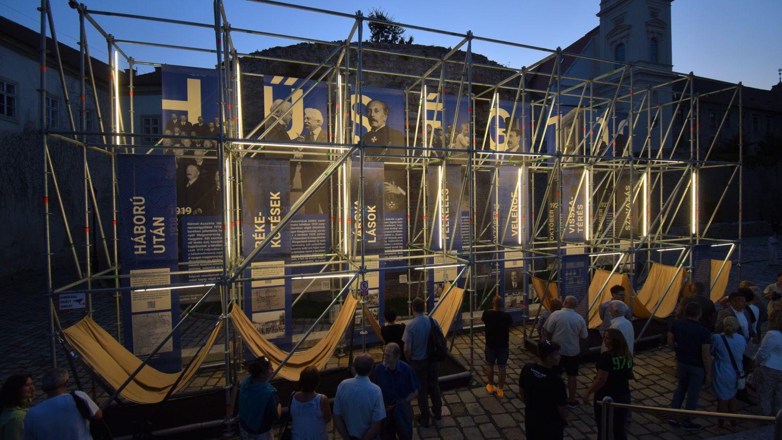 Megnyílt a népszavazásra emlékező kiállítás a Rondellánál